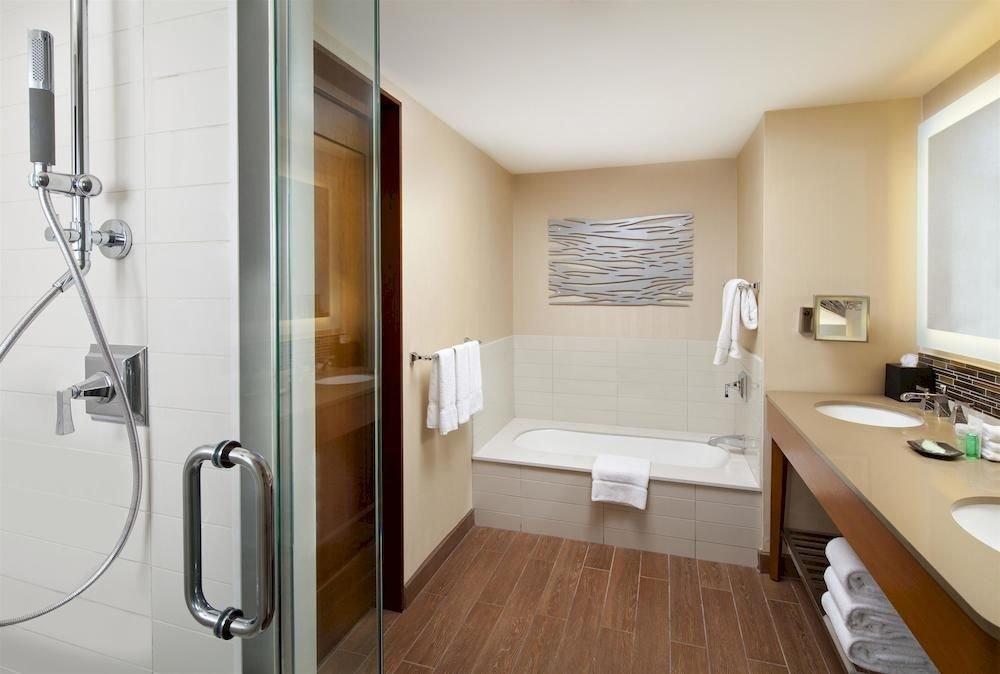 bathroom property scene sink Suite home cottage plumbing fixture tub Bath bathtub