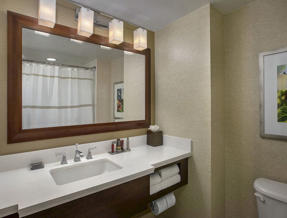 bathroom sink mirror property home condominium Suite clean tub bathtub Bath