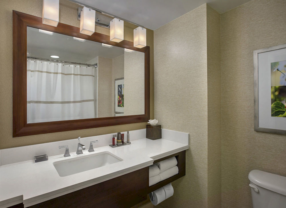 bathroom sink mirror property home condominium Suite clean tub bathtub Bath