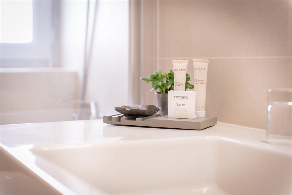 bathroom property bathtub sink plumbing fixture bidet white tub vessel home flooring tile Suite ceramic Bath