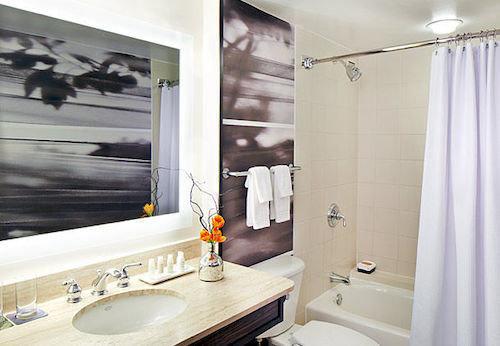 bathroom sink property home Suite toilet tub tile bathtub Bath