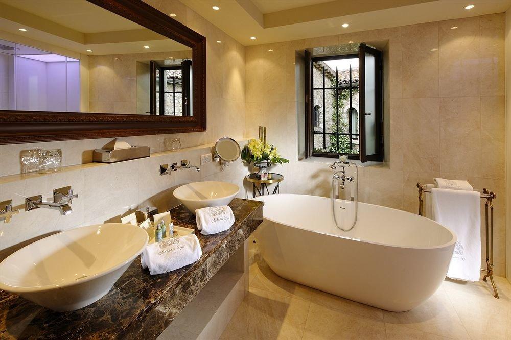 bathroom sink property mirror tub home Suite bathtub Bath toilet