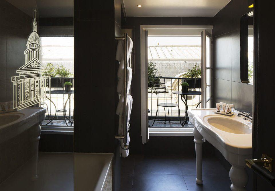 property building house home bathroom condominium cottage Suite tub Bath bathtub