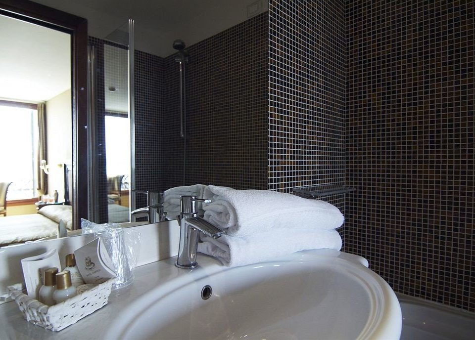 bathroom sink mirror property toilet swimming pool Suite plumbing fixture bathtub jacuzzi tub Bath tiled tile