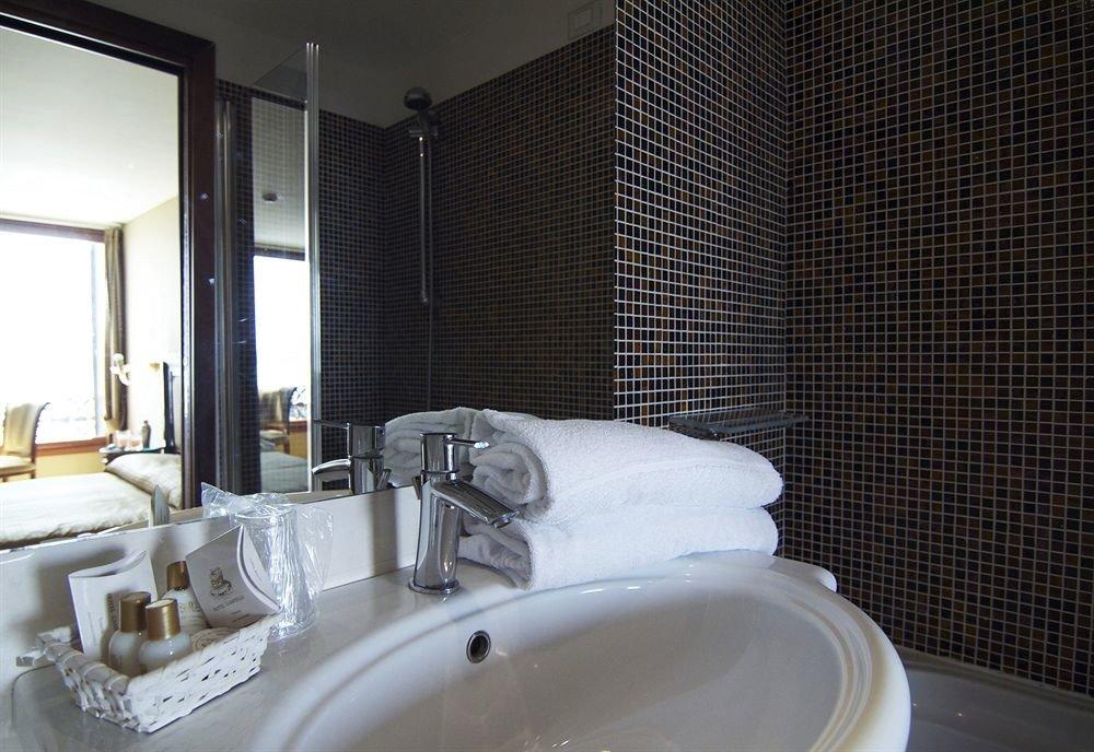 bathroom sink mirror property toilet swimming pool Suite plumbing fixture bathtub jacuzzi tub Bath tiled tile