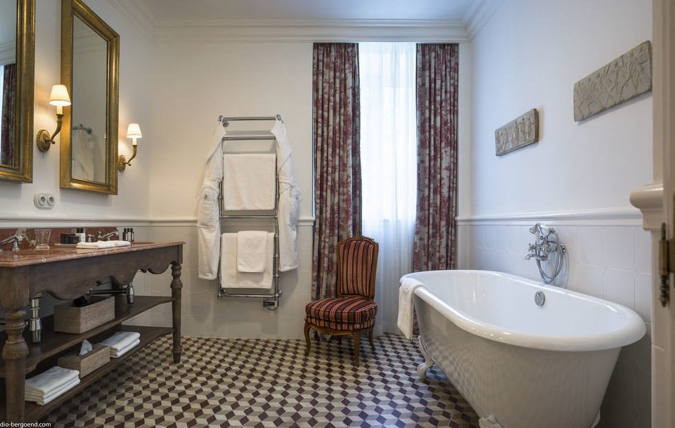 bathroom property sink home cottage Suite tub Bath bathtub
