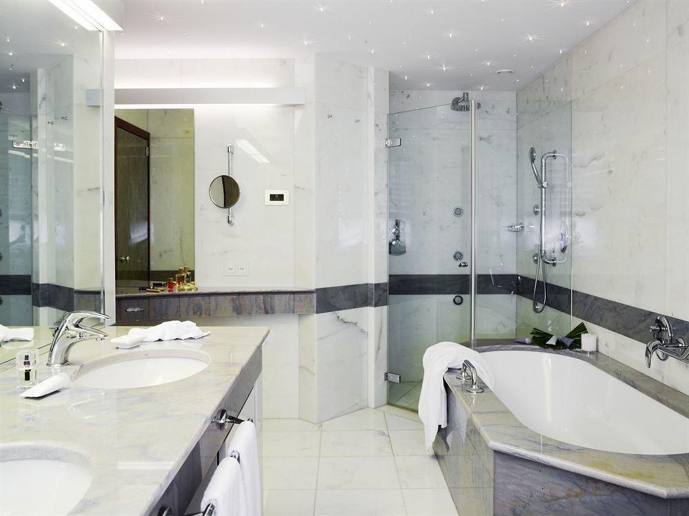 bathroom sink toilet property mirror bathtub plumbing fixture swimming pool flooring Suite bidet Bath tiled