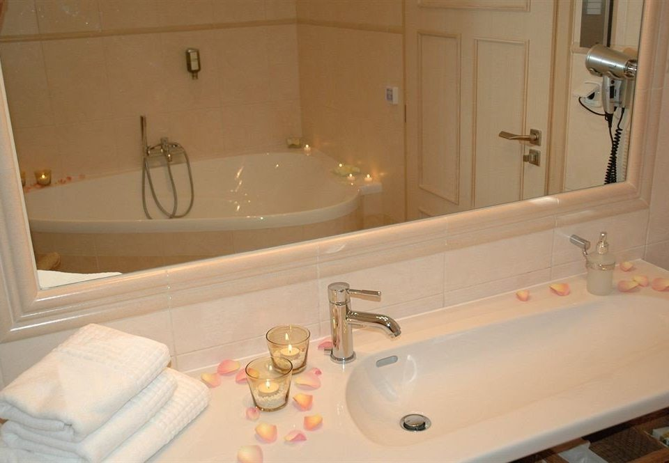 bathroom sink mirror property home bathtub swimming pool cottage plumbing fixture vessel towel jacuzzi Suite tub toilet Bath
