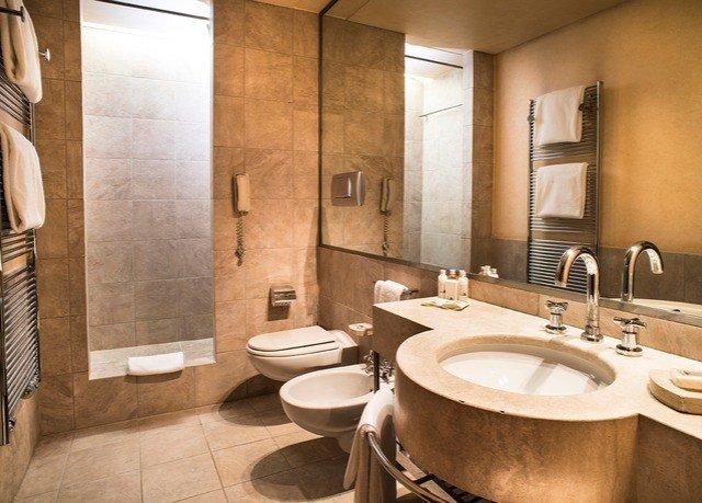 bathroom sink toilet property Suite plumbing fixture tub tile Bath tiled bathtub tan