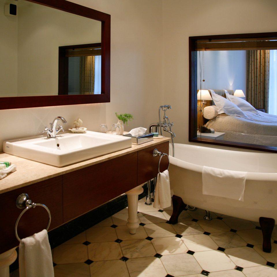 bathroom sink property bathtub Suite home plumbing fixture swimming pool tub Bath