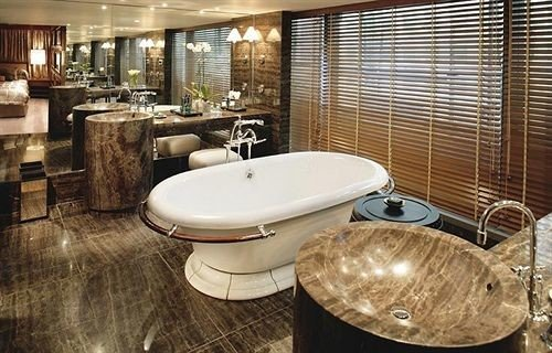 bathroom property swimming pool sink Suite bathtub tub Bath