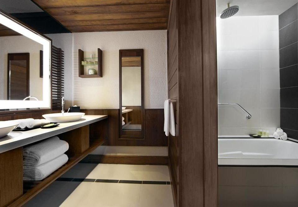 bathroom property sink home hardwood counter Suite flooring tub bathtub Bath