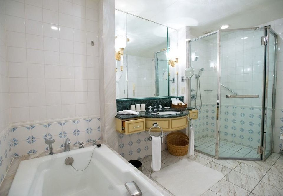 bathroom property toilet swimming pool sink bathtub tub Suite plumbing fixture Bath tile tiled