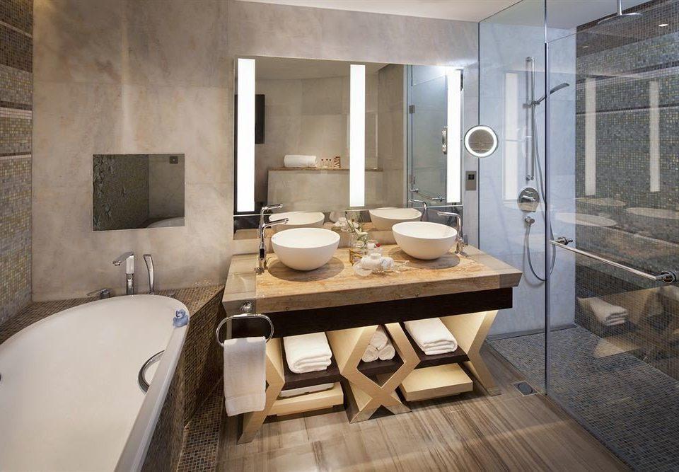 bathroom property home sink Suite cottage flooring farmhouse tub Bath bathtub tiled