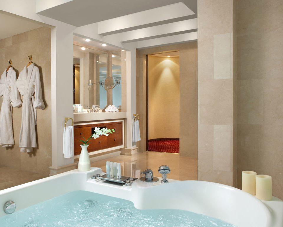 bathroom sink mirror vessel property bathtub swimming pool Suite plumbing fixture tub counter Bath clean