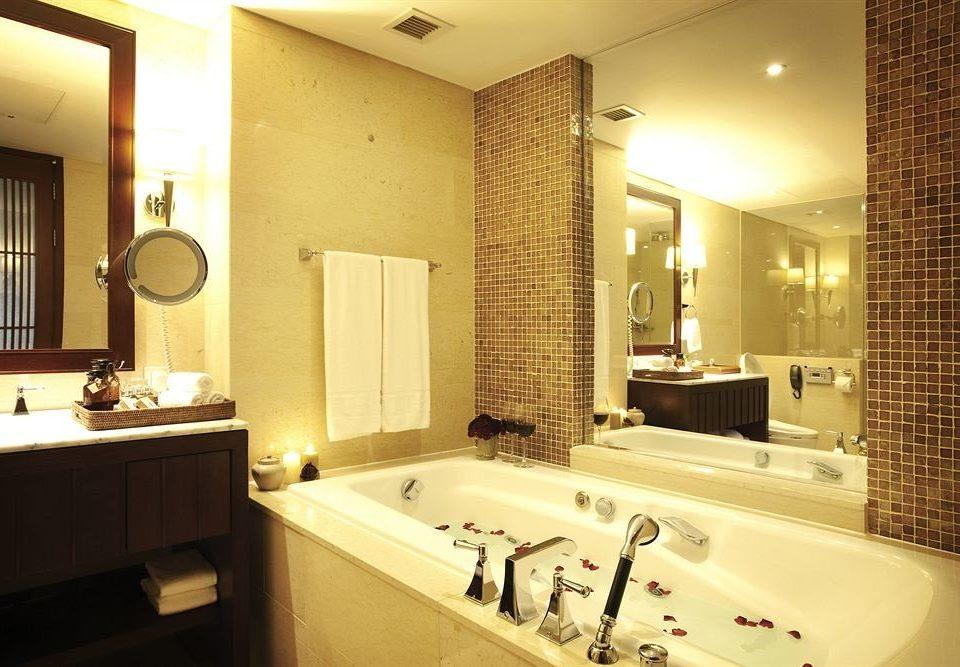 bathroom mirror sink property Suite home vessel toilet tub Bath bathtub tile