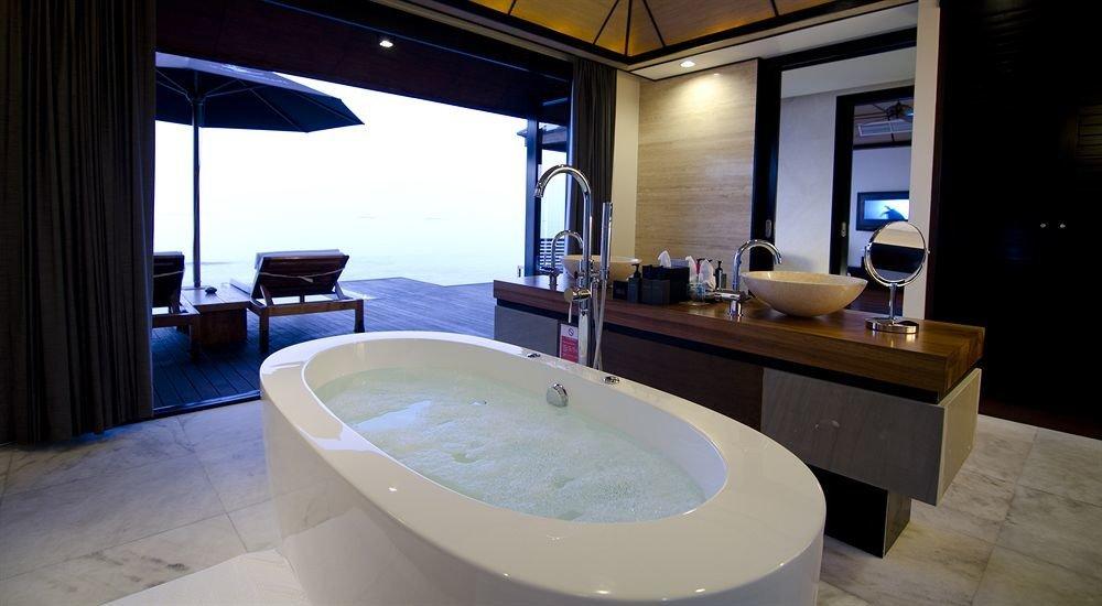 swimming pool property bathroom tub bathtub jacuzzi Suite vehicle plumbing fixture Bath
