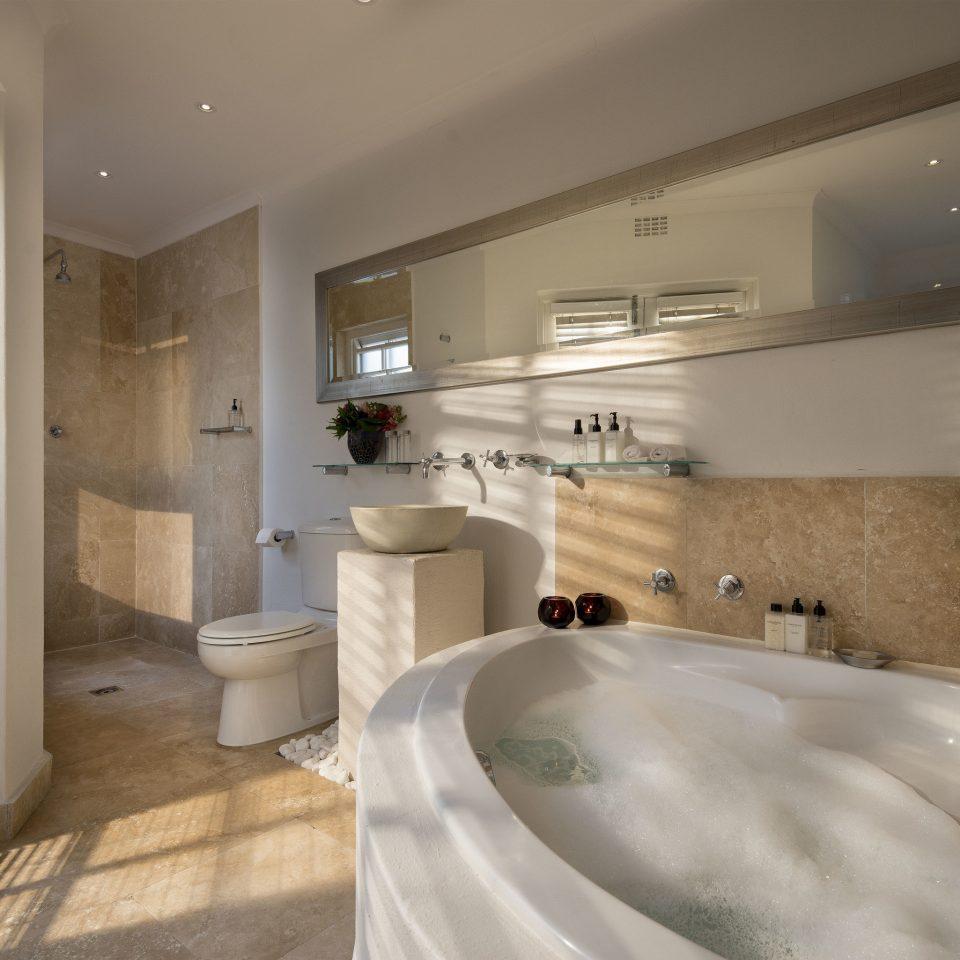 bathroom property home Suite tub Bath tile bathtub