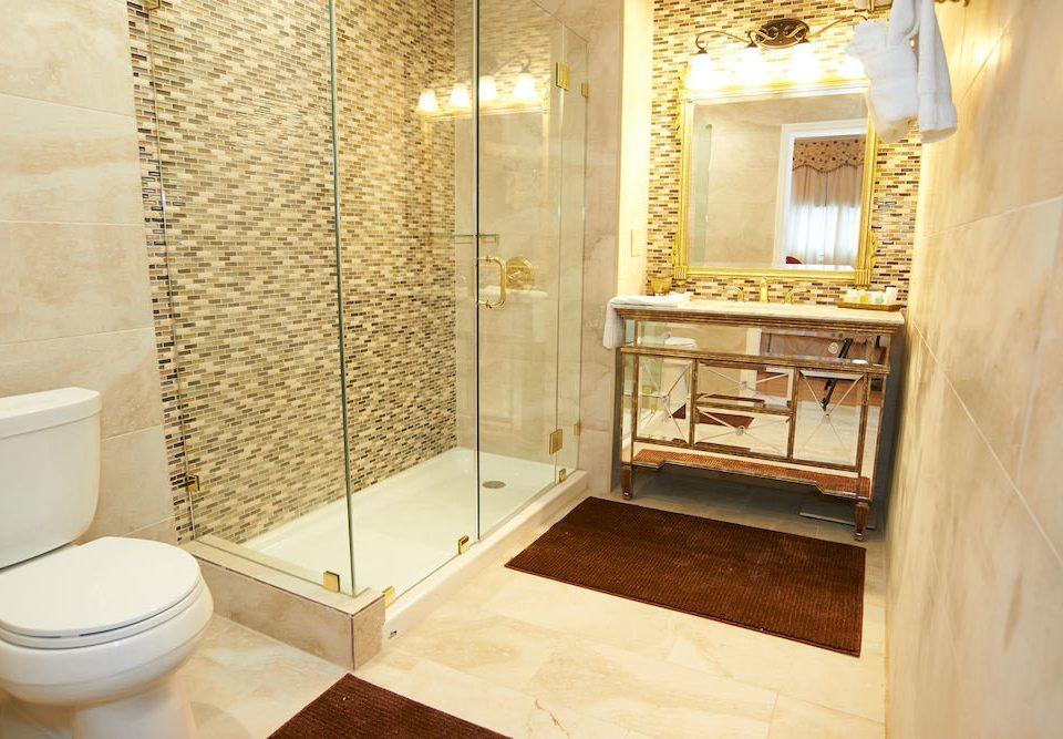 bathroom property Suite home flooring cottage toilet tub Bath bathtub tiled