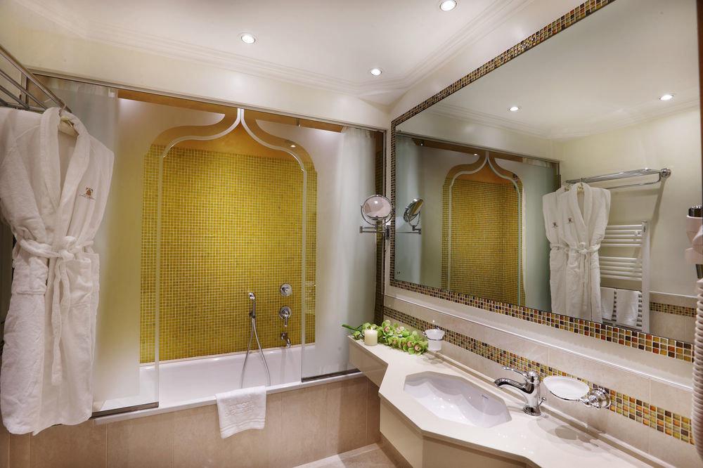 bathroom property sink home Suite long Bath tub bathtub clean
