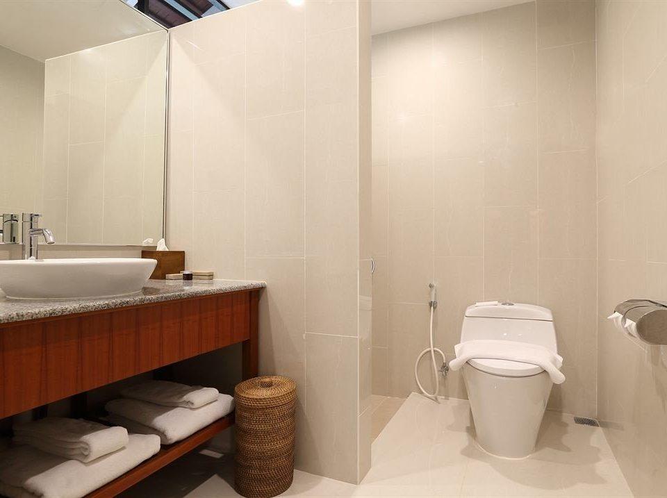 bathroom sink property mirror toilet plumbing fixture bidet Suite public toilet Bath tub bathtub
