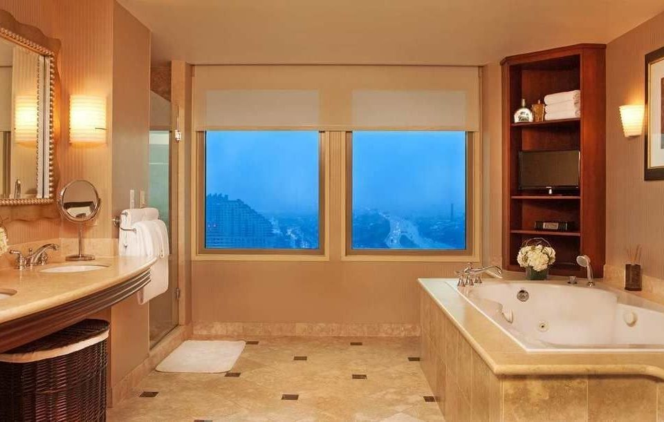 bathroom property sink Suite home cottage swimming pool tub Bath bathtub