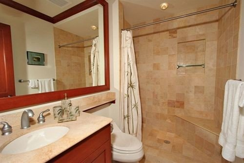 bathroom sink property toilet Suite cottage tub Bath bathtub