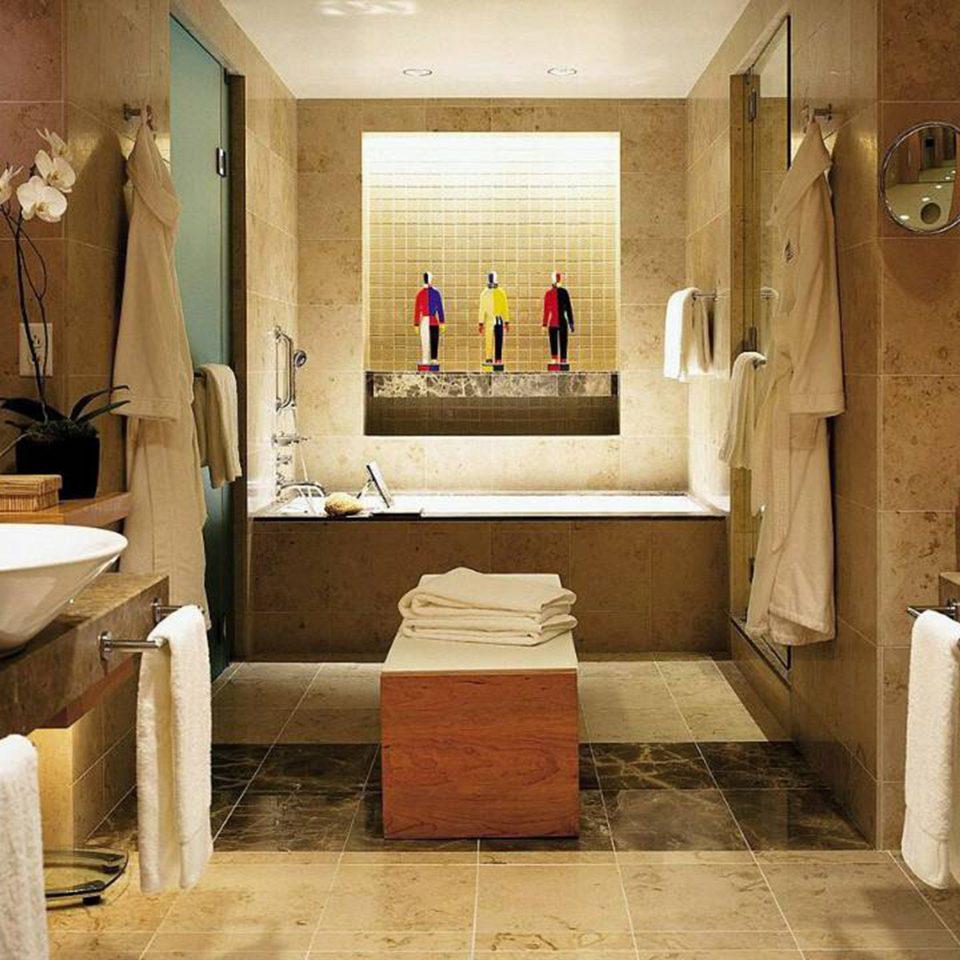 Bath bathroom sink mirror property home Suite tub plumbing fixture towel toilet bathtub