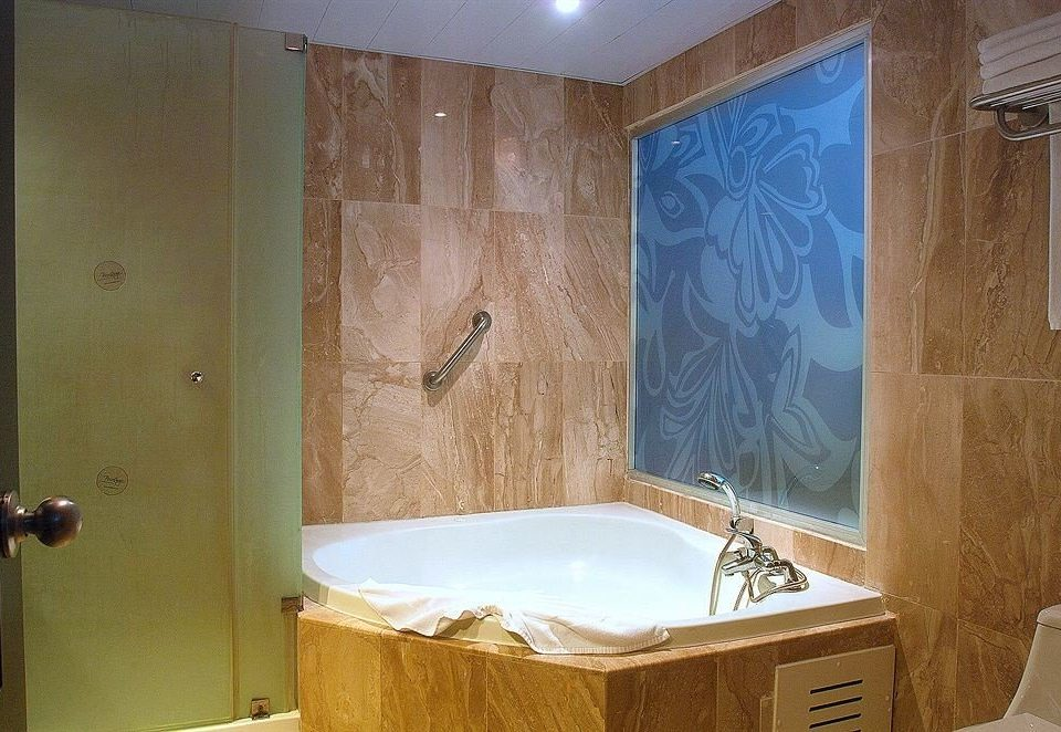 bathroom property house swimming pool home Suite bathtub vessel plumbing fixture cottage jacuzzi tan tub tiled Bath