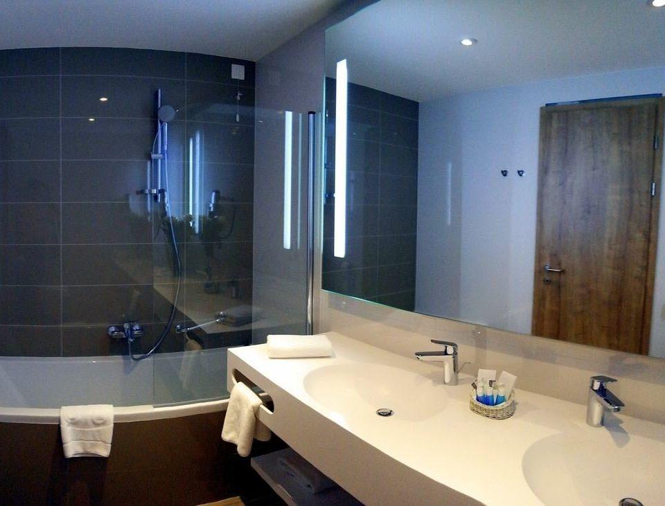 bathroom sink mirror property toilet plumbing fixture bathtub swimming pool Suite tile tub Bath