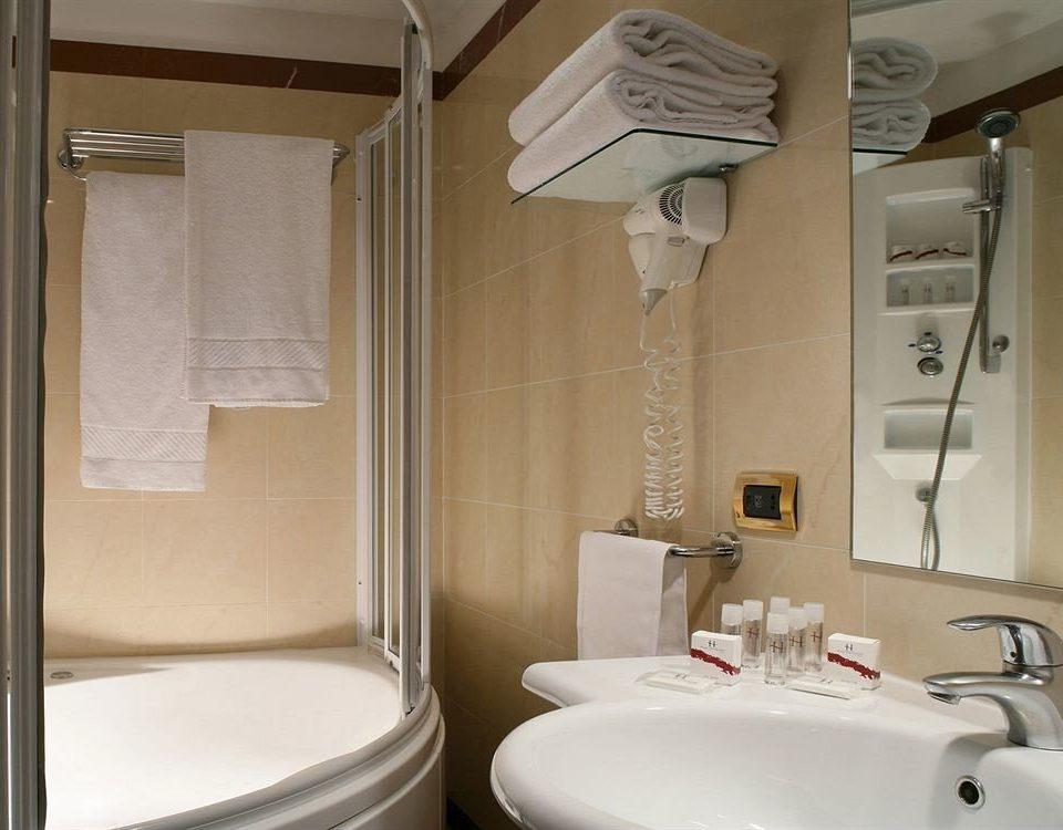 bathroom sink property home vehicle Suite towel Bath tub bathtub tiled