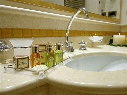 bathroom sink mirror property counter swimming pool toilet countertop plumbing fixture bathtub jacuzzi Suite Bath