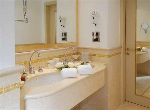 bathroom sink mirror property Suite home plumbing fixture bathtub cottage toilet jacuzzi tub Bath