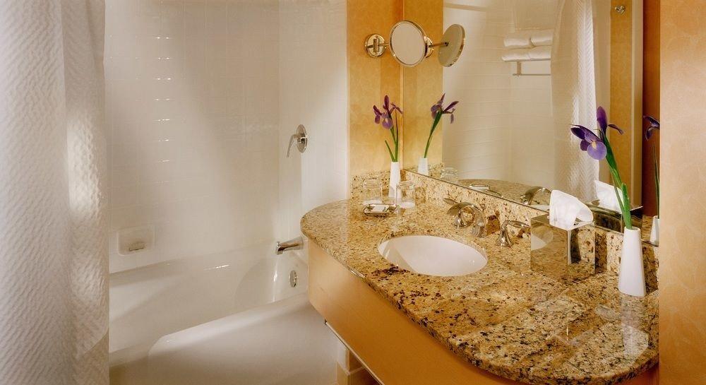 bathroom property sink home towel white Suite plumbing fixture toilet tub Bath rack bathtub