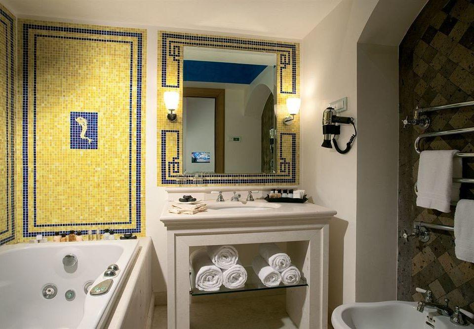 bathroom sink mirror property home house cottage Suite tub Bath bathtub