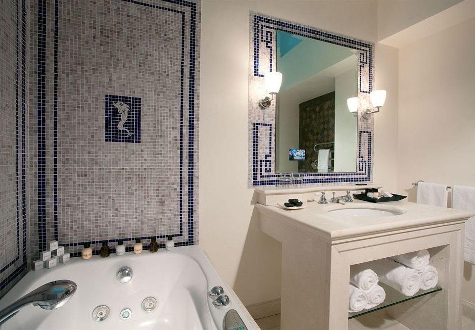 bathroom sink mirror property swimming pool home white Suite toilet cottage bathtub Bath tile tub tiled