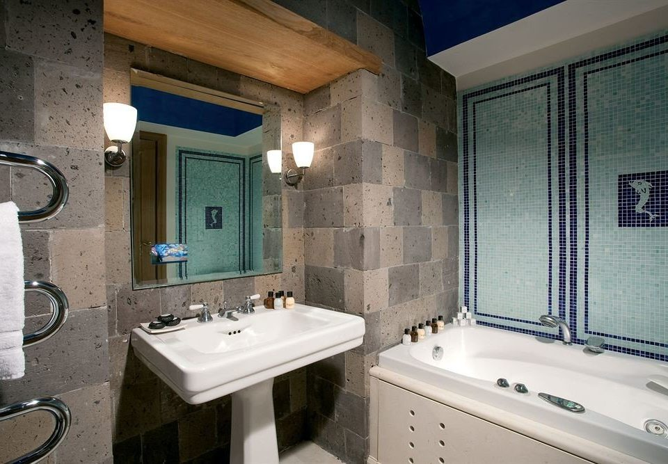 bathroom sink property mirror swimming pool home cottage Suite tiled tile Bath bathtub tub