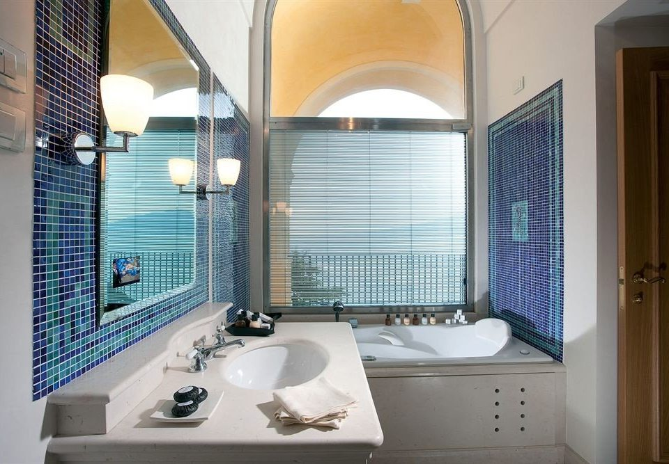 bathroom sink property swimming pool Suite home condominium bathtub toilet Bath tiled