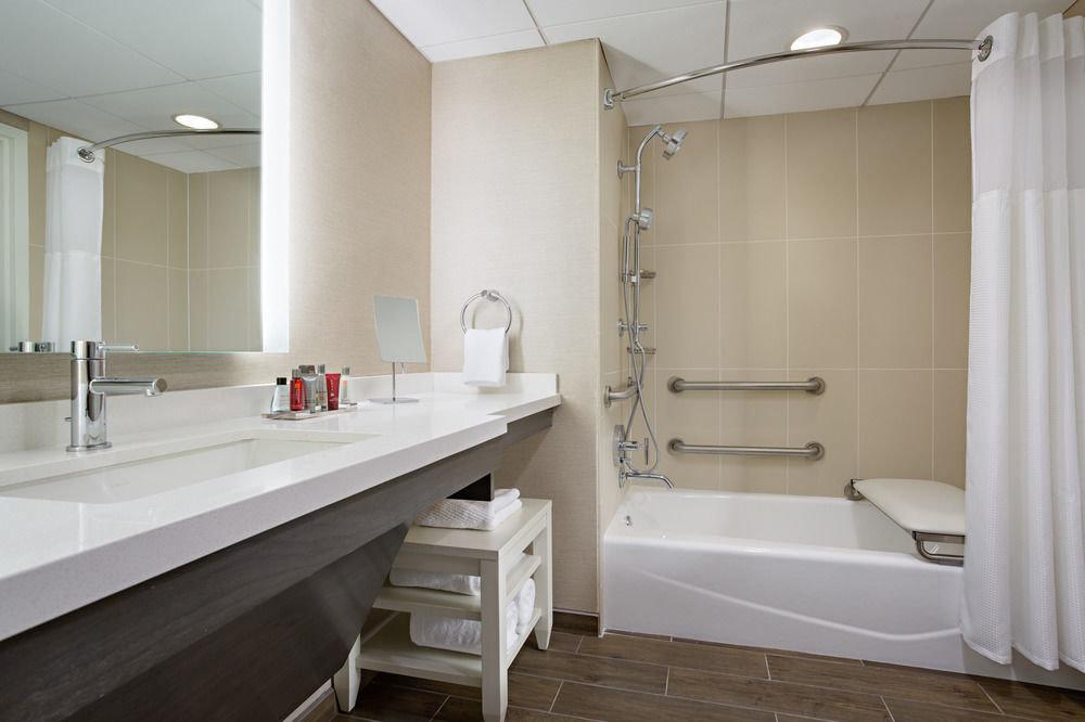 bathroom property sink Suite plumbing fixture tub bathtub tile Bath