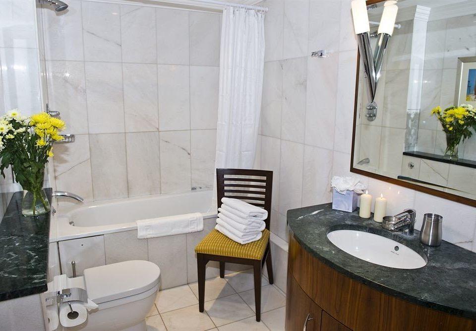 bathroom property toilet sink home cottage Suite tub Bath bathtub