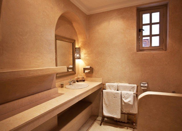 bathroom property house home sink cottage Suite tub bathtub Bath