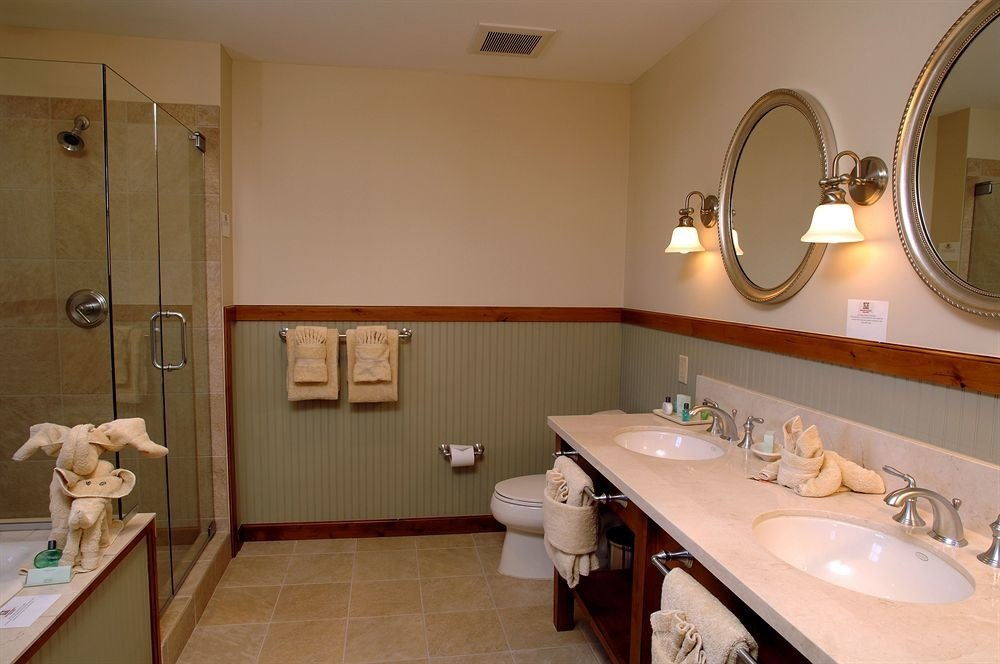 bathroom sink mirror property home Suite cottage vanity Bath tub bathtub tile