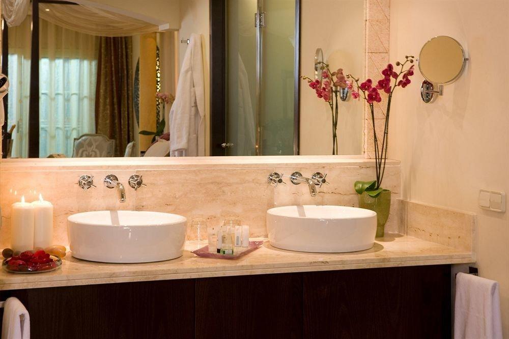 bathroom sink mirror property Suite home plumbing fixture vanity bathtub counter Bath