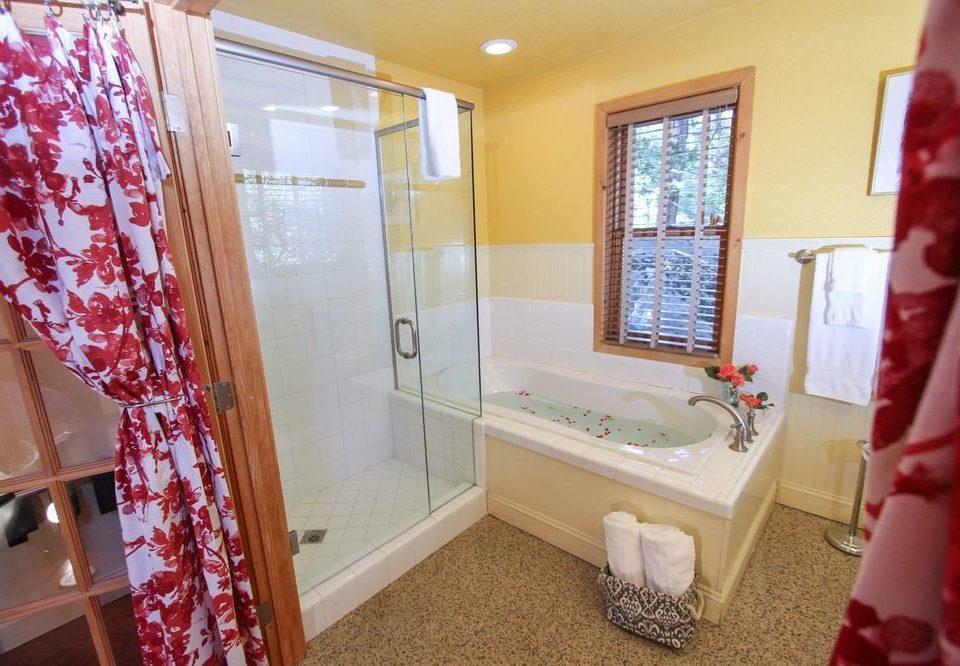 bathroom property home cottage shower Suite tub Bath bathtub tiled