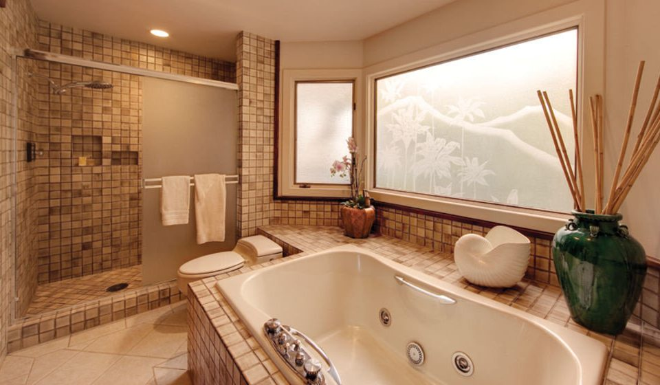 bathroom sink property mirror swimming pool bathtub Suite tub home Bath jacuzzi tile tiled