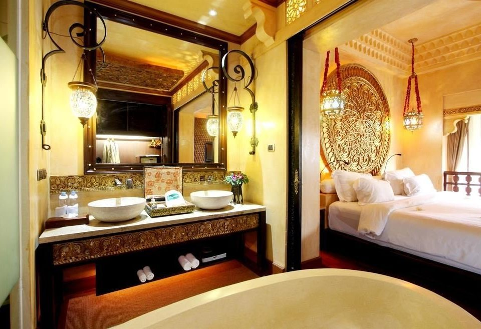 bathroom mirror property sink Suite home mansion cottage tub Bath bathtub
