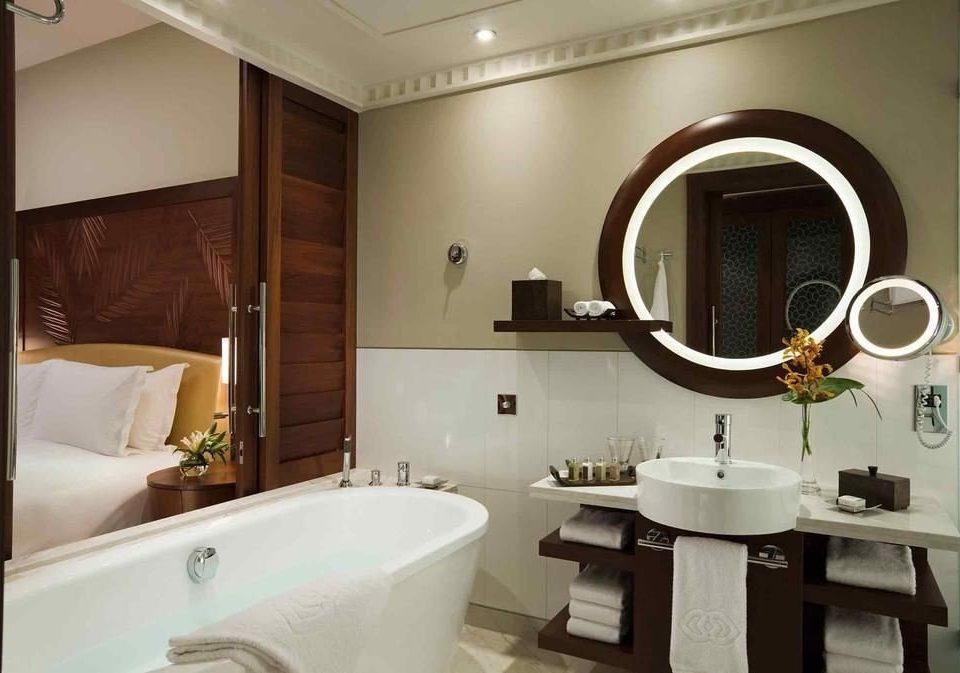 bathroom mirror sink property vessel home Suite white tub bathtub Bath