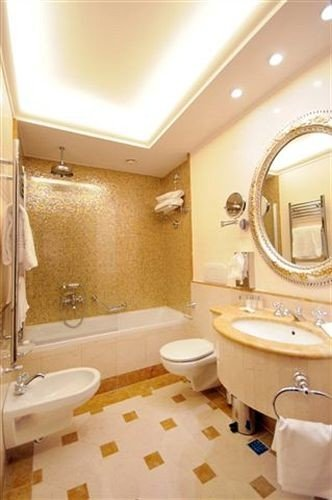 bathroom property toilet sink Suite tub flooring Bath bathtub tiled