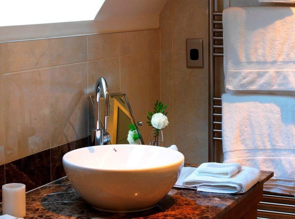 bathroom swimming pool property plumbing fixture bathtub jacuzzi sink Suite tub Bath