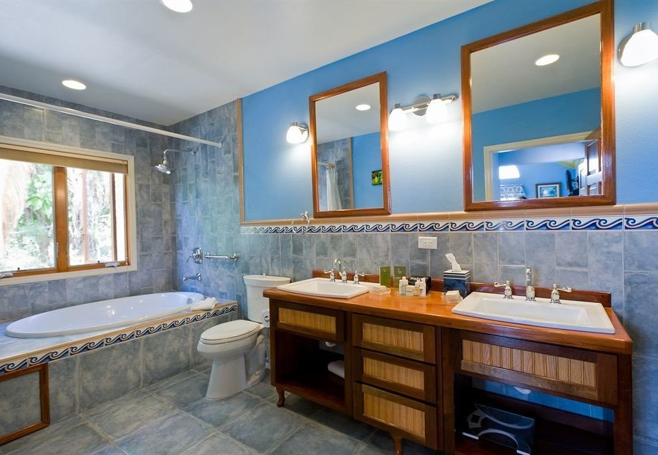 property home bathroom Suite condominium cottage mansion tub Bath bathtub